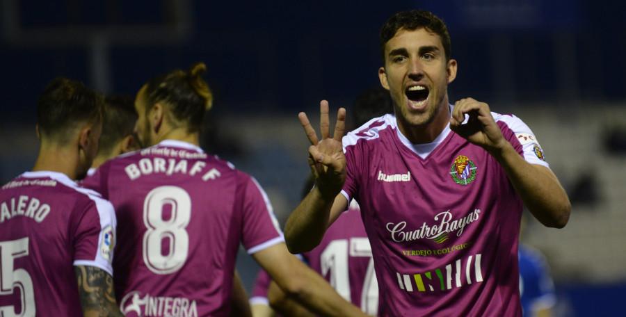 Jaime Mata celebra el primer gol que anotaba en el goleada en Lorca | <em><strong>Foto: LaLiga</strong></em>