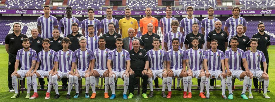 Foto oficial de plantilla del Real Valladolid Promesas tras los movimientos del mercado invernal | <em><strong>Foto: Real Valladolid</strong></em>