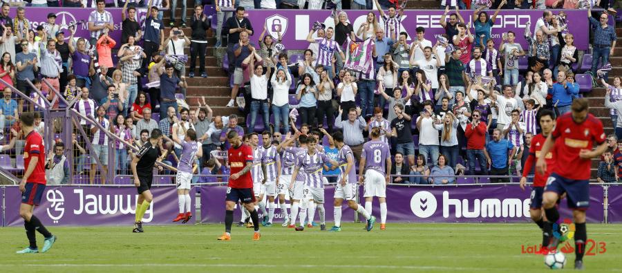 El Real Valladolid celebra el tanto de Pablo Hervías en la victoria sobre CA Ossasuna | <em><strong>Foto: LaLiga</strong></em>