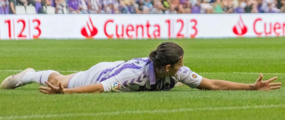 Enes Ünal se lamenta tras una ocasión fallada en el partido ante el Deportivo Alavés | <em><strong>Foto: RealValladolid.es</strong></em>