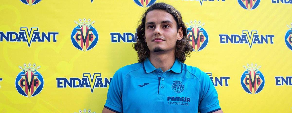 Enes Ünal, en su presentación con el Villarreal CF el pasado verano | <em><strong>Foto: Domenech Castelló - EFE</strong></em>