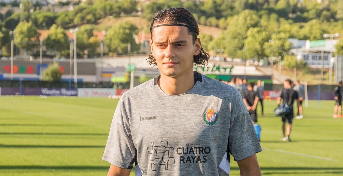 Enes Ünal, antes del primer entrenamiento tras su fichaje por el club blanquivioleta | <em><strong>Foto: RealValladolid.es</strong></em>