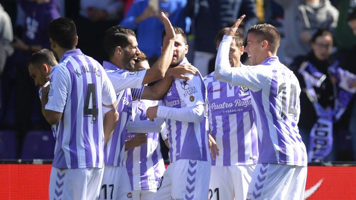 Los jugadores del Real Valladolid, tras el tanto de la victoria de Rubén Alcaraz | <em><strong>Foto: LaLiga</strong></em>