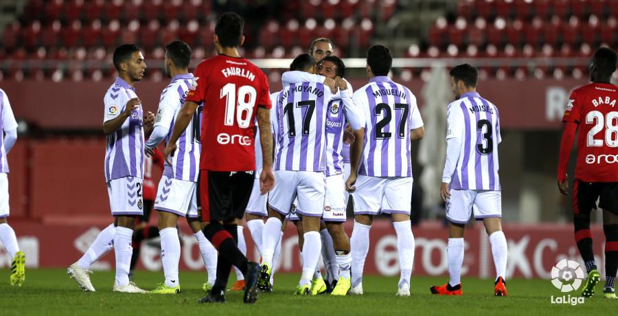 Daniele Verde, felicitado tras su segundo gol anotado en el Estadio de Son Moix | <em><strong>Foto: LaLiga</strong></em>
